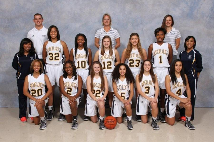 The 2015-2016 Solon Lady Comets Basketball team photo.