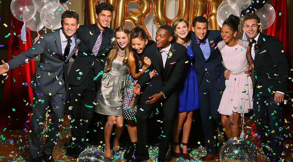 High schoolers celebrating their prom. Photo courtesy of http://fergusontalon.com/prom-attire/.
