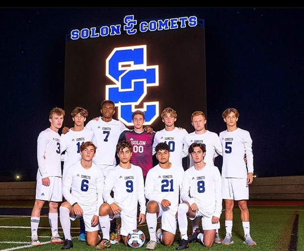 The+Solon+Comet+senior+soccer+players+ready+to+challenge+their+next+opponent.+Photo+Courtesy+of+Doug+Wolf